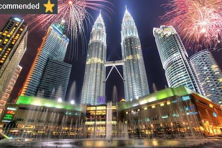 KLCC Best One Bedroom Unit/ WiFi/ KL Tower View - Kuala Lumpur