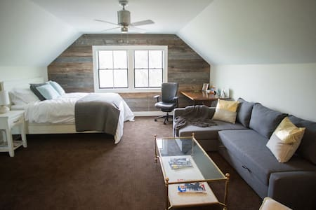 The Studio at Stone Hollow - Loft