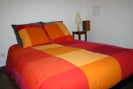 Chambre en souplex dans maison neuve - Guerchy - House