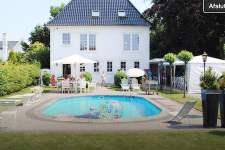 Hus med pool, nær by og skøn natur. - Fredericia