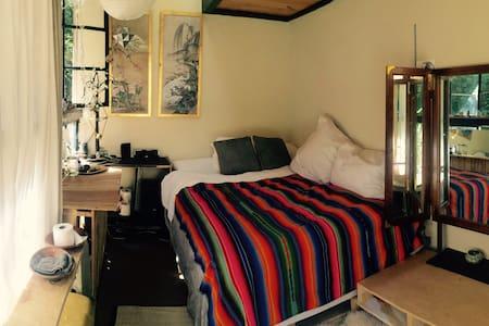 Boho-Style Cozy Cabin - Blockhütte