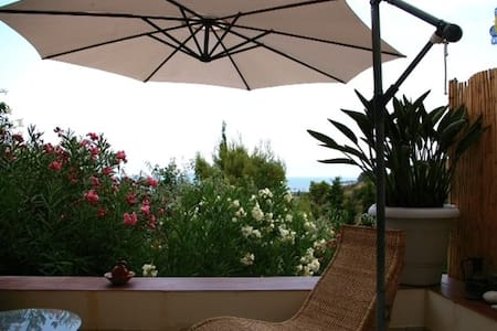 Spetses island charming sea studio - House