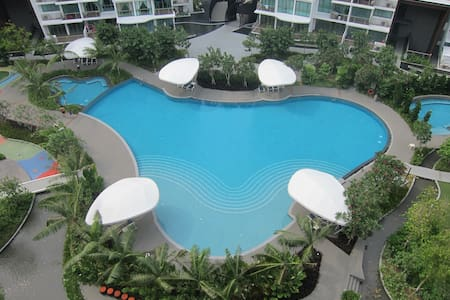 *NEW* 3-BR HOLIDAY APT - POOL VIEW! - Flat