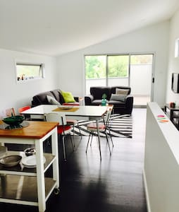 Spacious self contained apt, very cute! - Moonee Ponds - Apartamento