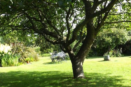 Sweet Briars Isle of Wight Self Catering Cottage - Chale - House