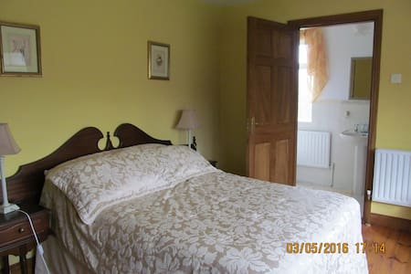 Family friendly, Homly, In Country - Scotstown - Bed & Breakfast
