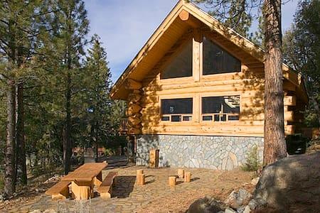 The Log Getaway - Pine Mountain Club - Stuga