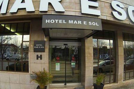 Hotel Mar e Sol Double/Twin room sea view - Setúbal - Bed & Breakfast