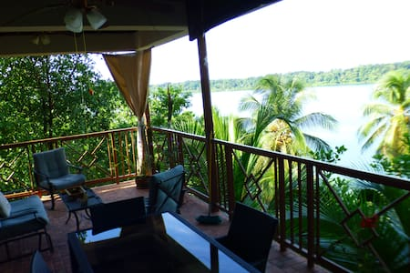 Yellow Frog EcoHouse with incredible views - Bocas del Toro