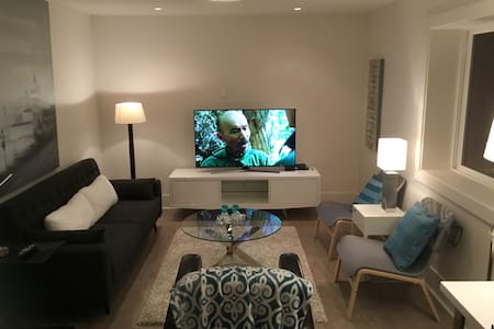 2 BR Modern Basement Suite Easy Access to Downtown - Kuzey Vancouver - Daire