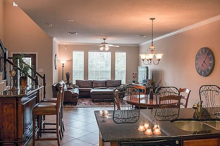 SHOWS LIKE A MODEL TOWNHOME - The Woodlands