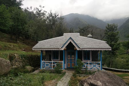 Khaniara village style stone cottage in Palampur - Lakás