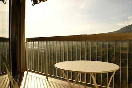 Appartement vue sud sur colinnes - Carros