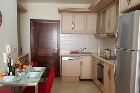 2 bdr apartment by the sea 4/201 - Baf - Apartment