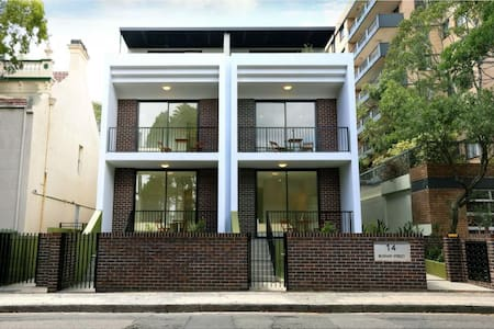 Brand new studio apartment with large sunny terrace. The apartment is ideally located as it is a 2 min walk to Bondi Junction which includes shops (retail & supermarket), buses & trains and entertainment as well as being a 10min walk to Bondi Beach.