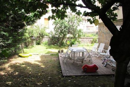 1 chambre dans maison centre ville avec jardin ! - House
