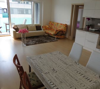NEW 3room apt.on METRO, CENTRE 10, AIRPORT 15 min. - Wohnung