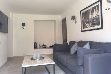 2 Bedroom Apartment in the heart of Antibes - Antibes - Apartment