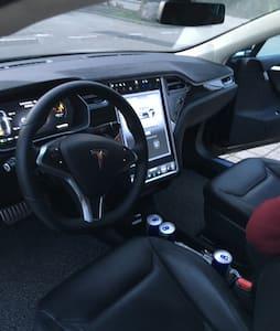 Tesla S P90D fahren im Schwarzwald - Inny