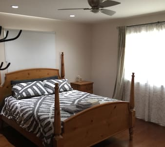 Private Room, 5min walk to downtown - Hus