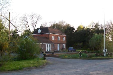 Stantons Hall Farm - Lingfield