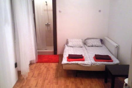 Double bedroom located near the city centre - Budapest - Apartment