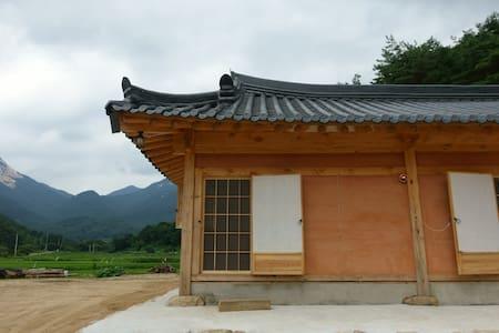 문경 희양산 토담집 (계곡이 가깝고 공기가 좋아요) - Gaeun-eup, Mungyeong-si - Casa