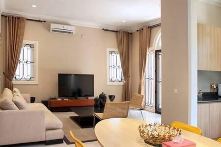 Fountaine Bleau House - Purple Room