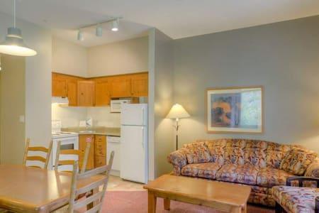 Cozy Sun Peaks 1 Bedroom  Suite - Selveierleilighet