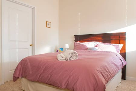 Ensuite Bedroom Close to Manhattan - Jersey City - Apartment