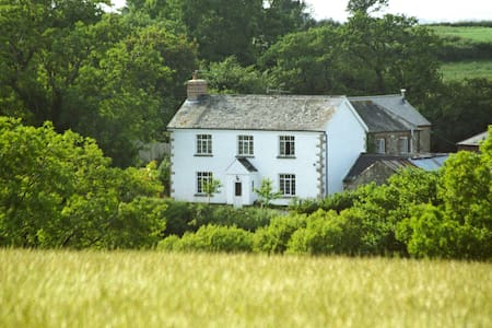 Lovaton FarmHouse - Bed & Breakfast