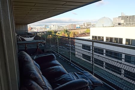 Top floor apartment with great balcony views - Glasgow
