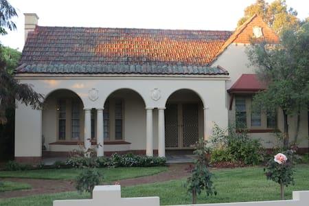 Elegance, comfort, central location - Adelaide