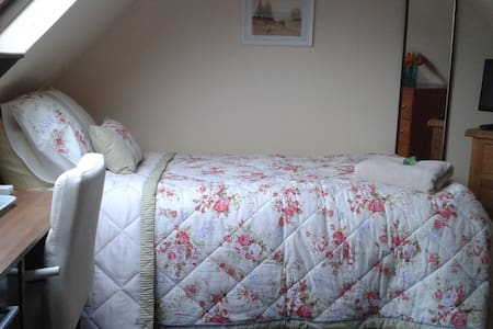 Loft room, warm and cosy - Bournemouth - Bed & Breakfast