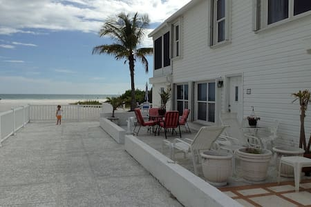 Siesta Key Luxury on the Beach! - Siesta Key - Кондоминиум