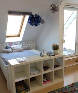 Room in Prenzlauer Berg/Separate bathroom/Balcony - Berlin