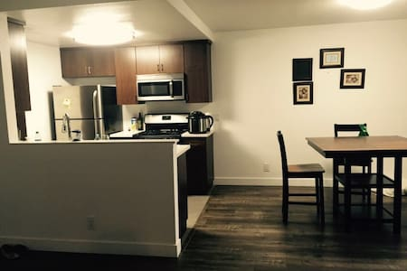 1 Bedroom Apartment - Los Angeles - Apartment
