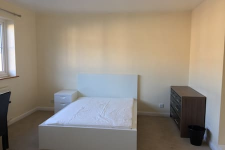 Quite Spacious Double Bedroom Ensuite Available - Lutterworth