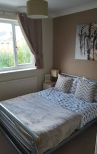 Double Bedroom in great location! - House