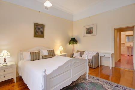 Ardara House B&B Geelong Bedroom 1 - Geelong West - Bed & Breakfast