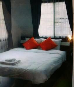 Cozy Room Near BTS - Bed & Breakfast