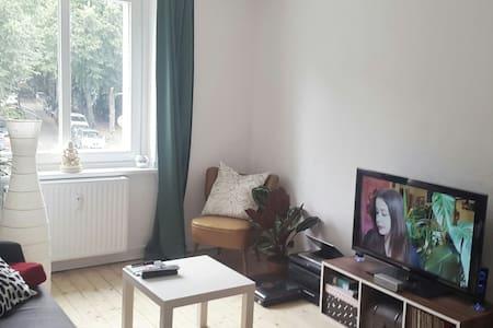 Schöne Wohnung mit Café vor der Tür - Hamburg