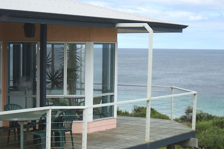 Seaview Holiday House - House