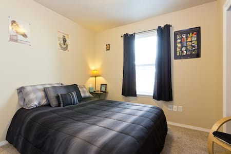 Summer Fun Guest House ~ Private Guest Room #1 - Boise - Casa