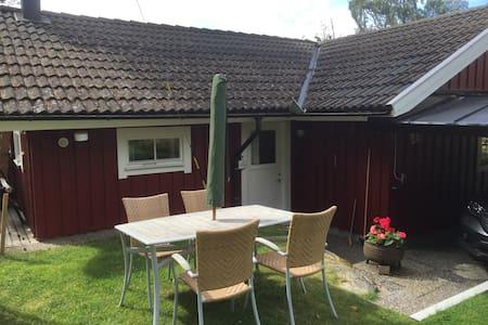 Mysig liten stuga på Kållandsö - Lidköping - Chalet