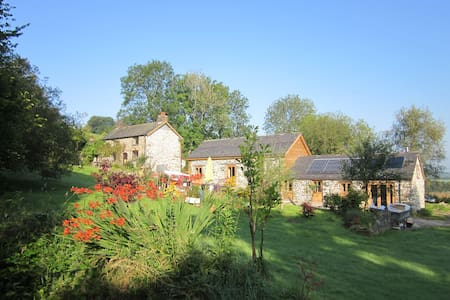 Stylish, secluded, 5* pet friendly Holiday Cottage - Hus