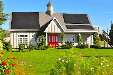 Gorgeous Solar House sleeps 10! - House