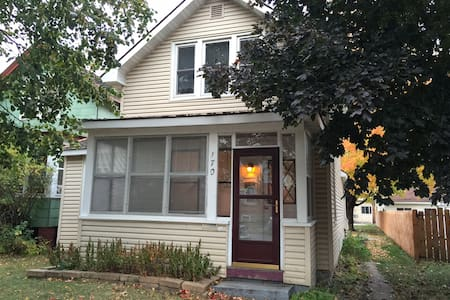 Rooms for rent in cozy house near downtown - Winona - House