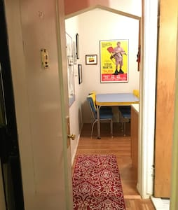 2BR Pee-Wee's Playhouse-like apt - Queens - Apartment