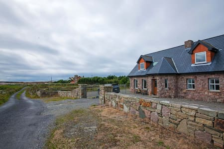 3 Bedrooms - Sleeps 7. A spacious high quality seaside property offering spectacular sea, mountain and countryside views. Close to Connemara Golf Club and Ballyconneely Village. Ideal for families and friends. Great value all year round. Pet Friendly